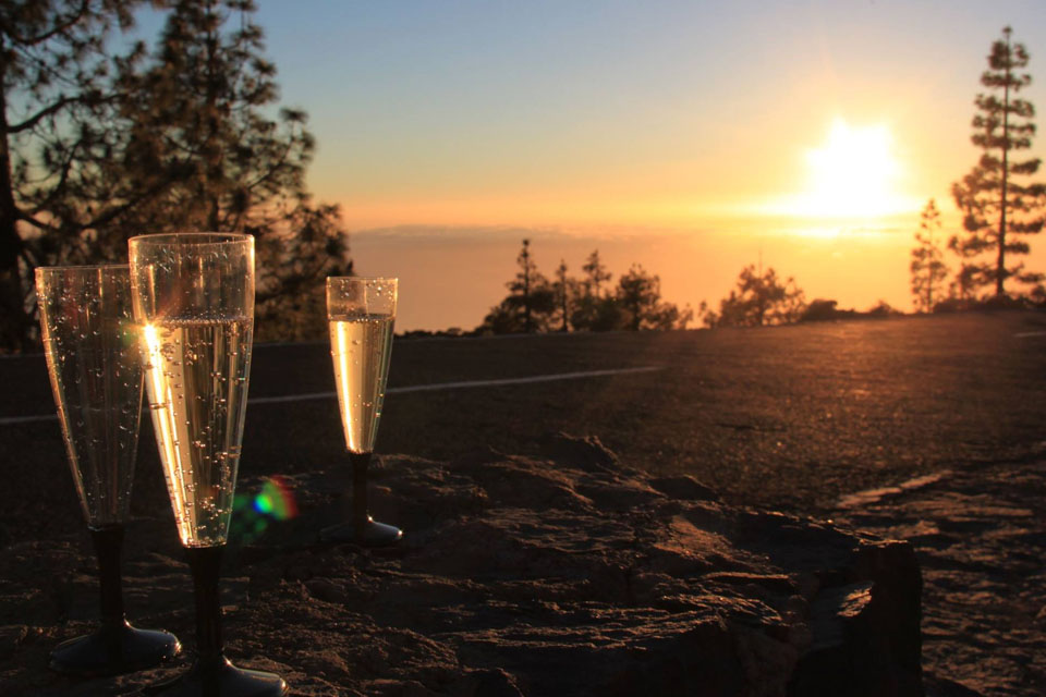 Teide by Night Excursion - Sunset Champagne Toast